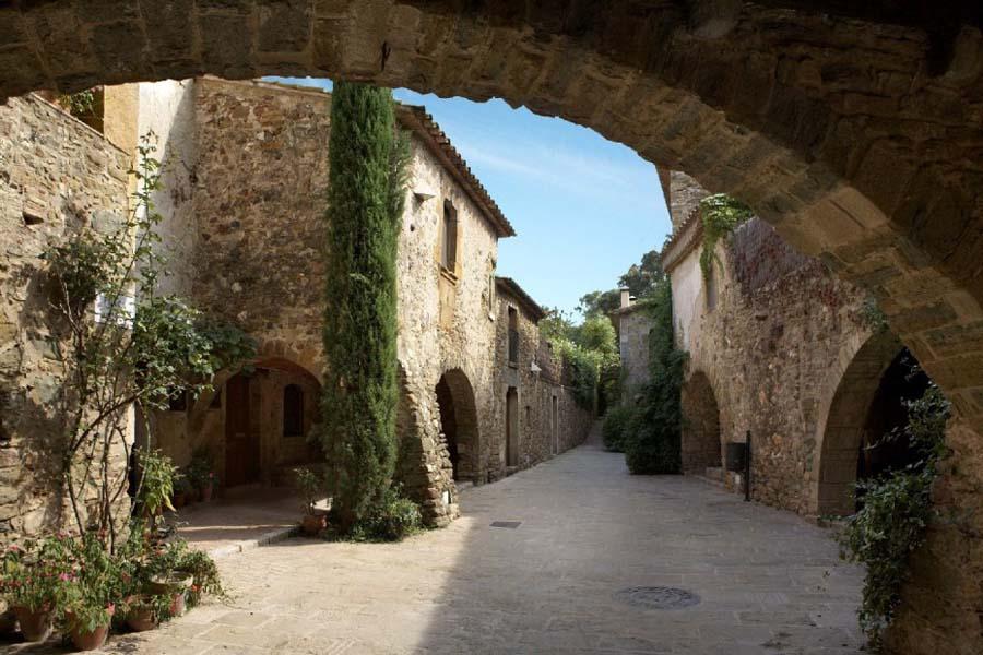 Village Monellls