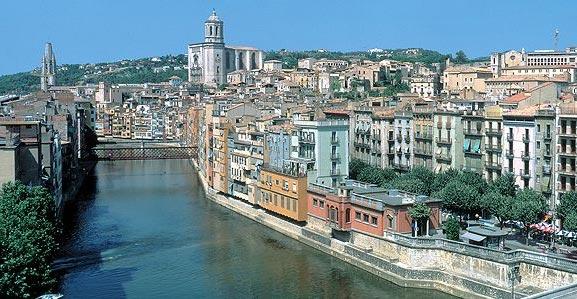 Girona mit Fluss Onyar