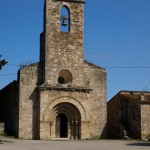 Romanische Kirche Santa Maria de Porqueres, direkt am See gelegen