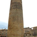 Mittelalterlicher Wehrturm im Empordà