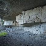 Höhle an der Felswand bei Tavertet