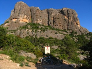 Felswand Roques d'en Benet, bei Arnes