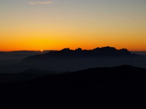 Sonnenuntergang hinter Montserrat