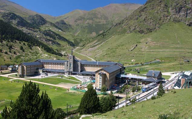 Wallfahrtsstätte Núria in 2000 m Höhe