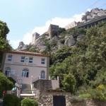 Vista del monasterio desde el camino de la Santa Cueva