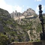 Kloster Montserrat vom Wege zur Heiligen Grotte aus gesehen