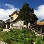 Bergschutzhütte am See Estany Negre