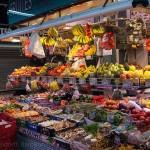 Verkaufsstand in einer Markthalle in Barcelona
