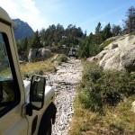 Fahrt mit dem Land Rover im Gebirge